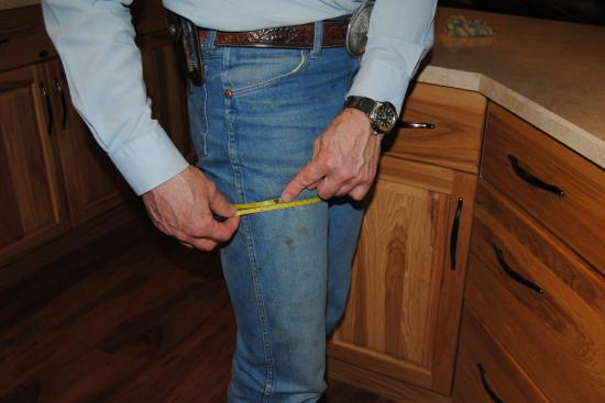 2013_Feb_16_3_measuring_thigh_circumference.jpg